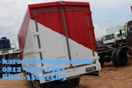 Karoseri wingbox light truck Hino Dutro 130 MDL (tampak belakang)