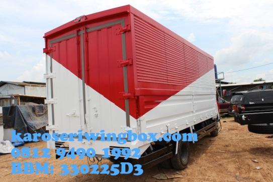 Karoseri wingbox light truck Hino Dutro 130 MDL (tampak samping belakang)