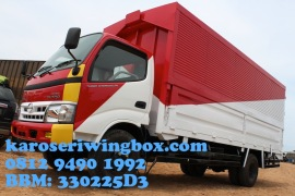 Karoseri wingbox light truck Hino Dutro 130 MDL tampak samping depan