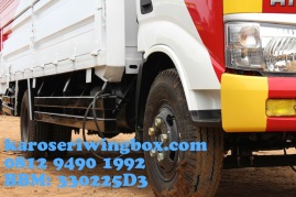 Karoseri wingbox light truck Hino Dutro 130 MDL, posisi samping