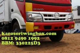 Karoseri wingbox light truck Hino Dutro 130 MDL (tampak bemper)