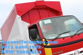 Karoseri wingbox light truck Hino Dutro 130 MDL (tampak samping depan)