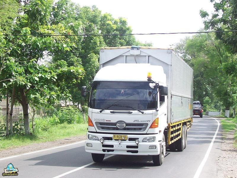 Wing box truck